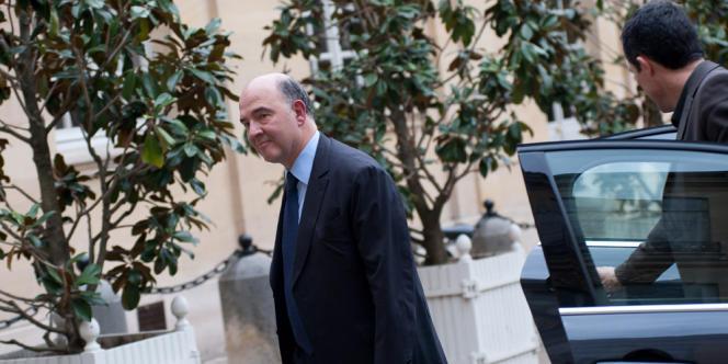 Pierre Moscovici se rend a Matignon, le 30mars.