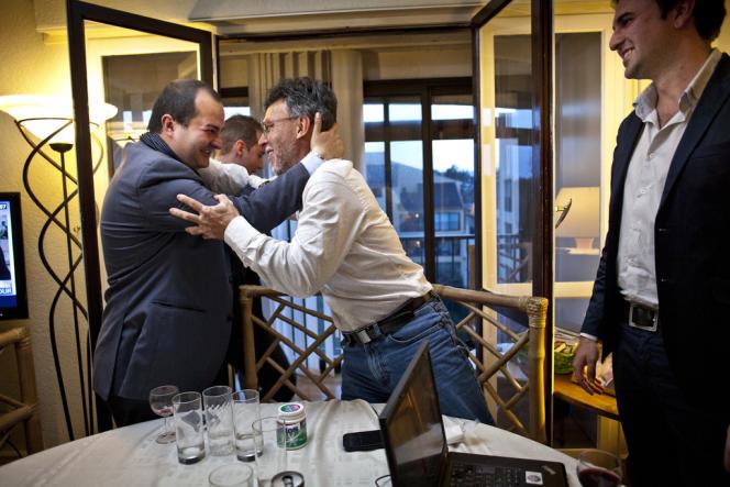Le candidat FN David Rachline (à gauche) a obtenu 45,55% des suffrages face à Philippe Mougin (UMP, 30,43%) et Elie Brun, maire sortant divers droite (24,01%).
