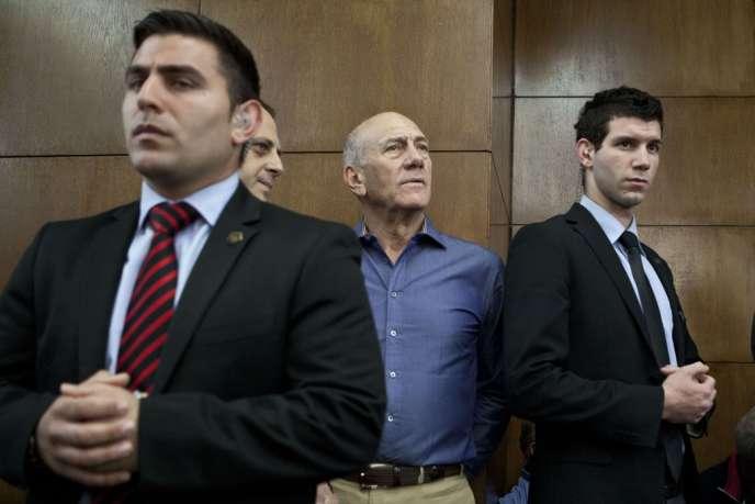 L'ancien premier ministre israélien Ehoud Olmert, le 31 mars, lors de son procès à Tel-Aviv.