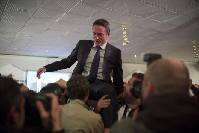 Stephane Ravier, candidat Front national, dans son QG de campagne après l'annonce de sa victoire.