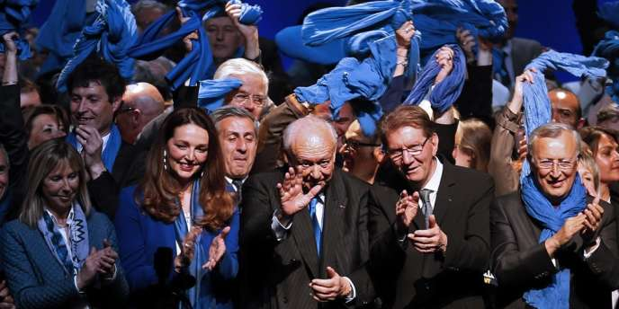 Jean-Claude Gaudin, maire de Marseille réélu le 30 mars, entouré de ses partisans.