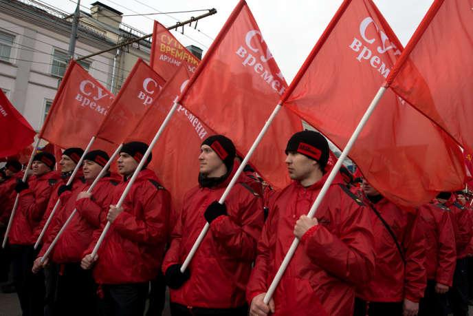 Des militants pro-Poutine lors d'une manifestation favorable à la politique russe en Crimée, le 15 mars à Moscou.