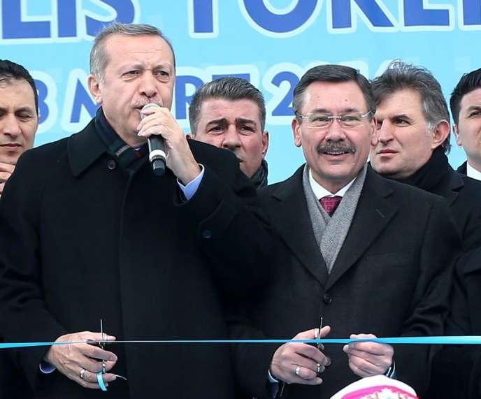 Recep Tayyip Erdogan et Melih Gökçek (à droite), le 13 mars, lors de l'inauguration d'une extension du métro d'Ankara.