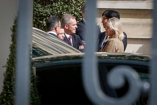 Les écologistes Emmanuelle Cosse, François de Rugy, Barbara Pompili et Jean-Vincent Placé arrivent au Ministère de l'intérieur, place Beauvau pour une rencontre avec Manuel Valls, le 1er avril.