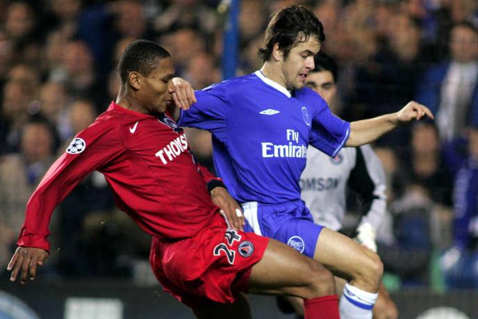 José-Karl Pierre-Fanfan, capitaine du PSG face à Chelsea et Joe Cole en 2004, lors des phases de poules.