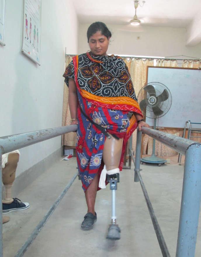 Le 24 avril 2013, les images de l'effondrement d'une usine textile au Bangladesh ont fait le tour de la planète. Après le drame de Rana Plaza et les centaines de cadavres d'ouvrières dans les décombres, le monde a brutalement pris conscience de ce qui se joue, à des milliers de kilomètres de nous, dans les usines de confection du Bengladesh.