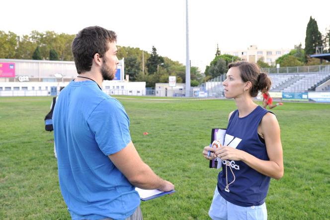 Audrey Zitter en plein conciliabule avec le préparateur physique de l'équipe, au début de la saison 2013-2014.