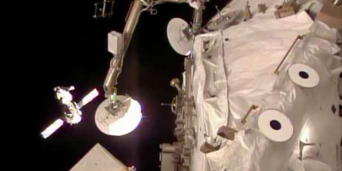 Selon un mémo interne dévoilé par le site The Verge, l'agence spatiale américaine suspend tous les programmes actifs avec les Russes, excepté celui de la station spatiale internationale.