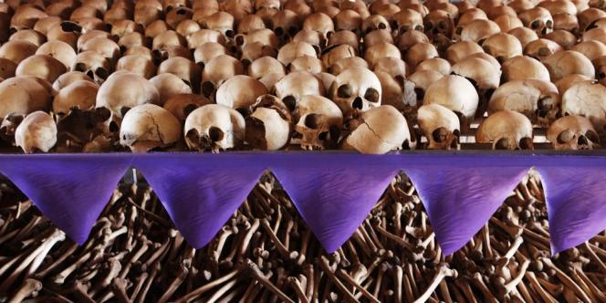 Le mémorial du génocide tutsi, dans l'église de Ntarama, près de Kigali au Rwanda.