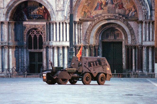 Sur la place Saint-Marc, le 9 mai 1997, lors d'une opération d'indépendantistes vénètes.