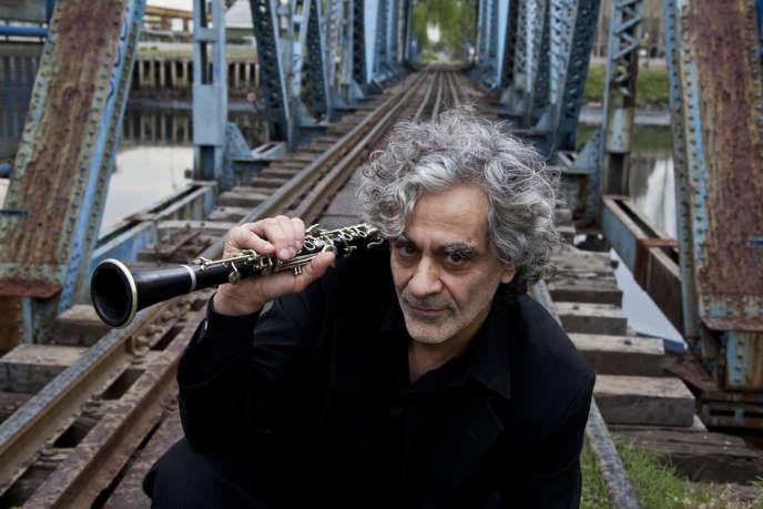 Melingo, le chanteur argentin, présente son dernier album au Festival Banlieues bleues à Saint-Denis.