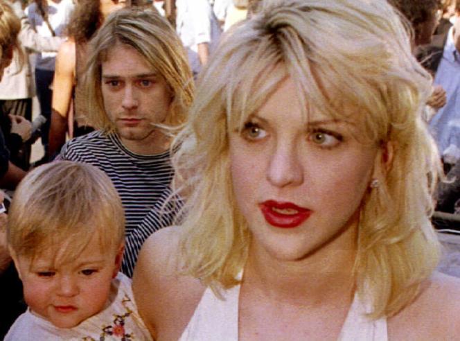 Kurt Cobain avec sa femme, Courtney Love, et leur fille, Frances Bean, le 9 septembre 1992 à Los Angeles.