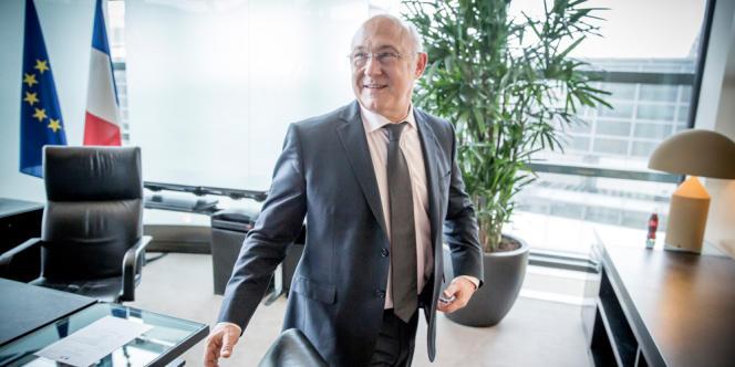 Michel Sapin, ministre des finances et des comptes publics pose, à Bercy, jeudi 3 avril.