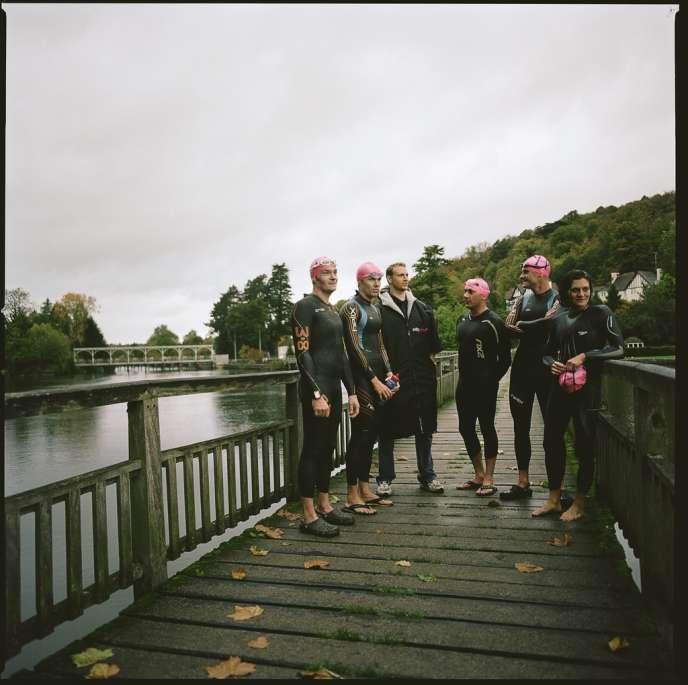 Octobre 2013, 7 heures du matin. Des membres du Henley Open Water Swimming Club sont réunis pour leur baignade hebdomadaire dans la Tamise.