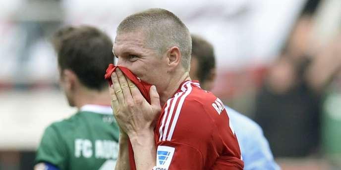 Bastian Schweinsteiger et le Bayern Munich se sont inclinés pour la première fois après 53 matches sans défaite, le 5 avril face à Augsburg.