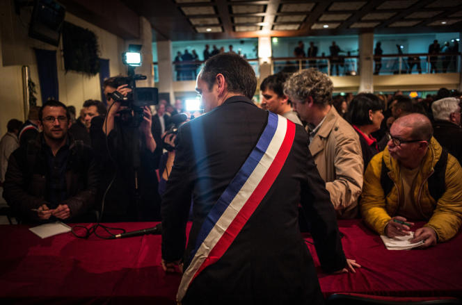Robert Ménard a été élu formellement maire de Béziers lors du premier conseil municipal, le 4 avril.
