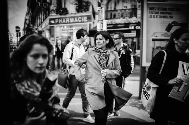 La candidate  en campagne dans le 9e arrondissement,  le 15 mars.