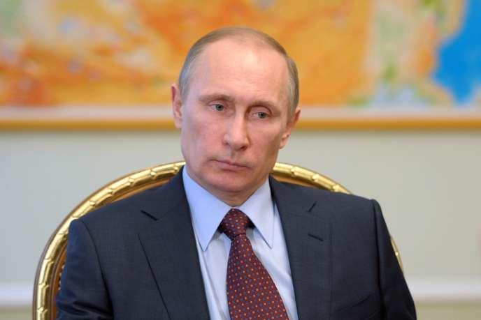 Vladimir Poutine, jeudi 3 avril dans sa résidence de Novo-Ogorevo, près de Moscou.