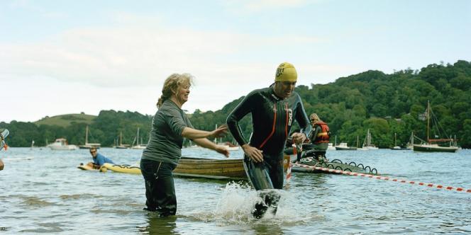 Le Dart 10 km, une des courses organisées par l'Outdoor Swimming Club, a lieu depuis 2006 sur la rivière Dart,  dans le Devon. La natation en plein air ferait près de 3 millions d'adeptes au Royaume-Uni.