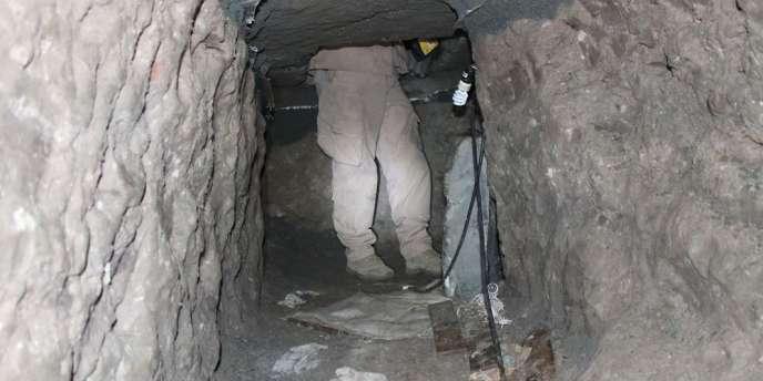 Deux tunnels reliant les Etats-Unis et le Mexique ont été découverts par les autorités. Une femme de 73 ans a été arrêtée.