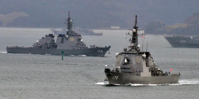 Des navires japonais équipés de systèmes antimissiles Aegis.