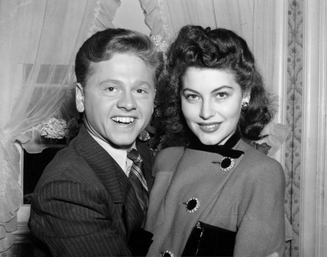 Mickey Rooney (21ans) et Ava Gardner (19ans) lors de leur mariage à Santa Barbara (Californie), le5janvier1942.