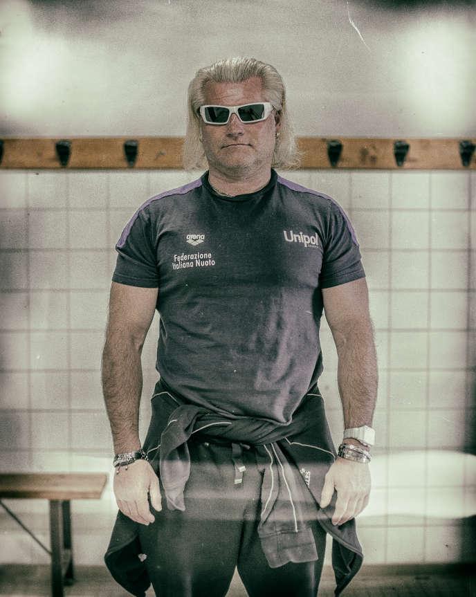 Sans club depuis septembre 2012, Philippe Lucas, l'entraîneur qui a mené Laure Manaudou au sommet, dispense désormais son savoir et sa gouaille à Narbonne.