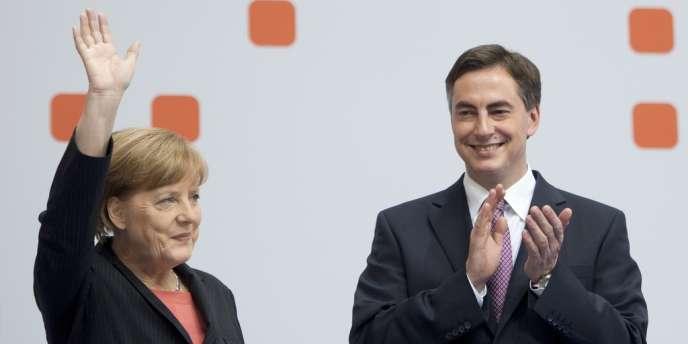 La chancelière Angela Merkel et David McAllister, tête de liste de l'Union chrétienne-démocrate aux élections européennes, lors du congrès de la CDU, le 5 avril à Berlin.