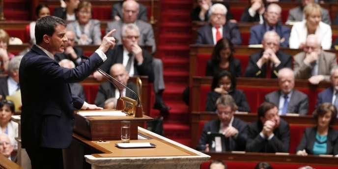 Réduire les dépenses et aider les entreprises, appliquer la transition énergétique et supprimer les départements... décryptage des annonces de M. Valls, qui a obtenu la confiance des élus.