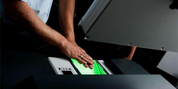 En 2013, Morpho a été choisi par le FBI pour mettre en place un nouveau système d'empreintes digitales. Plus de 17 millions d'empreintes ont été répertoriées.
