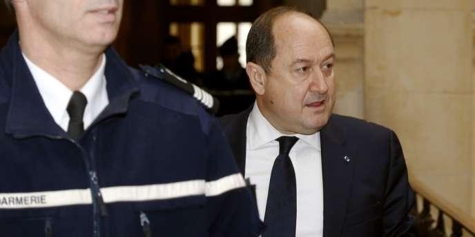 Bernard Squarcini, l'ancien « patron » de la direction centrale du renseignement intérieur (DCRI) jugé dans l'affaire des « fadettes » du journal Le Monde en 2010, a été condamné mardi à une peine de 8 000 euros d'amende.