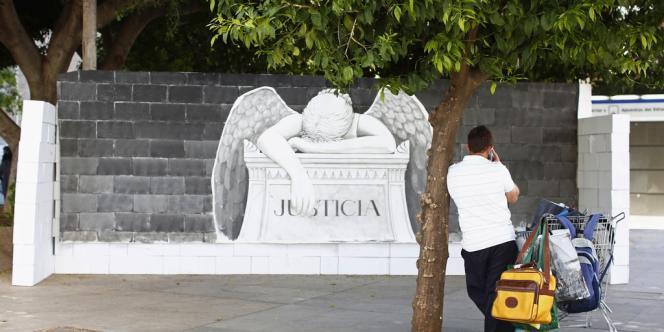 Le texte adopté après les attentats meurtriers du 11mars2004 à Madrid et du 7juillet2005 à Londres obligeait les fournisseurs de services de télécommunications à conserver, pendant un délai de six à vingt-quatre mois, les données relatives au trafic et à la localisation des interlocuteurs, mais pas le contenu même des conversations.