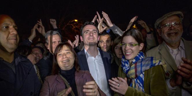 Eric Piolle célèbre sa victoire au second tour des municipales à Grenoble.