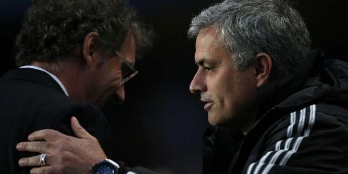 José Mourinho et Laurent Blanc, mardi 8 avril, avant le début du quart de finale de Ligue des champions entre Chelsea et le PSG à Stamford Bridge.