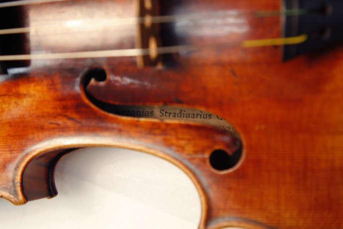 Un stradivarius, présenté au Musée de la musique à Paris, en 2009.