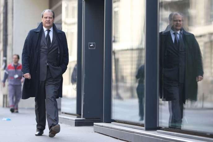 Jean-Christophe Cambadélis arrive à Matignon, le 1er avril, pour rencontrer Manuel Valls qui vient d'être nommé premier ministre.