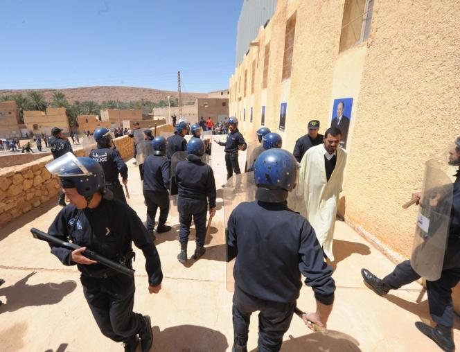 A Metlili, dans le Sud algérien, le 9 avril, lors d'un meeting de l'ex-premier ministre Abdelmalek Sellal en faveur d'Abdelaziz Bouteflika.