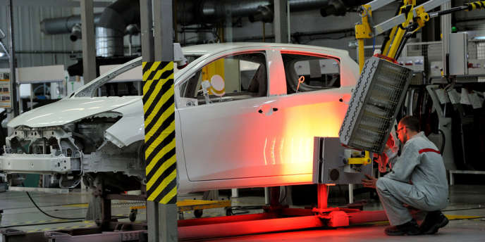 Une usine Toyota à Valenciennes, en mai 2013. Mercredi 9 avril, le géant de l'automobile a annoncé le rappel de 6,4 millions de véhicules pour des défauts sur des airbags, des sièges ou la colonne de direction.