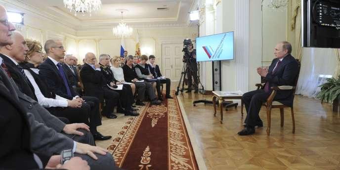 Vladimir Poutine, lors d'une rencontre avec des membres de son parti, le 10 avril.