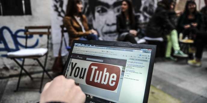 Les autorités turques ont réaffirmé jeudi 10 avril qu'elles maintiendraient le blocage de l'accès à YouTube, malgré un jugement imposant sa levée, tant que certaines informations « illégales » n'en seraient pas retirées.