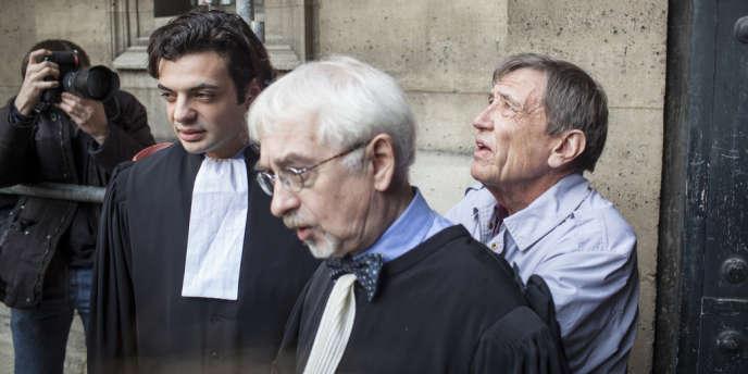 Léonide Kameneff (à droite), le fondateur de l'Ecole en bateau, lors de son procès.