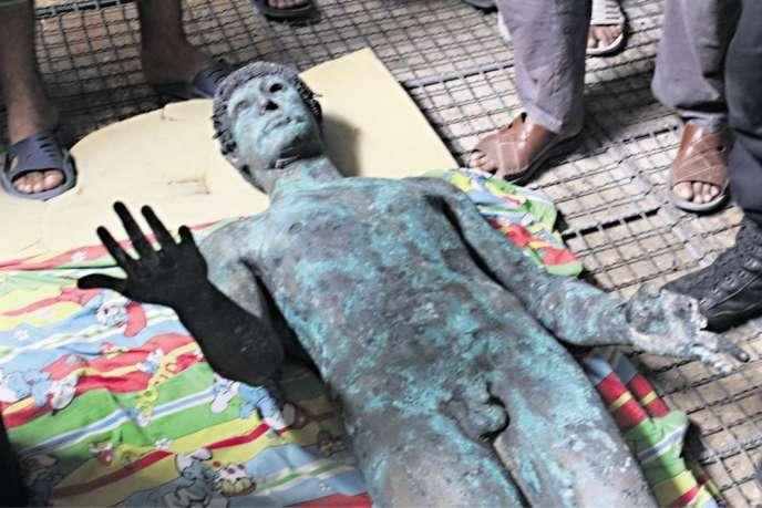 La statue en bronze pèse 480 kg et mesure 1,70 m. Ce cliché est tiré de la seule série d'images prises en septembre 2013 avant sa «disparition».