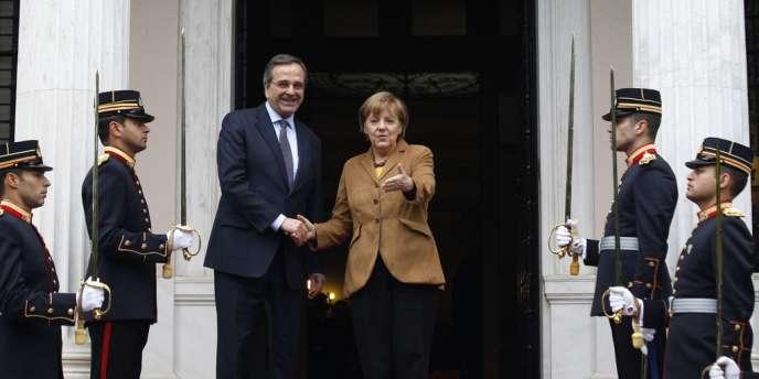 Le premier ministre grec, Antonis Samaras, et la chancelière à son arrivée à Athènes, vendredi 11 avril.