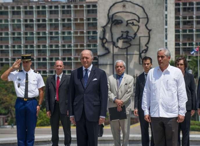 Laurent Fabius lors d'une cérémonie sur Revolution Square à La Havane (Cuba), le 12 avril.