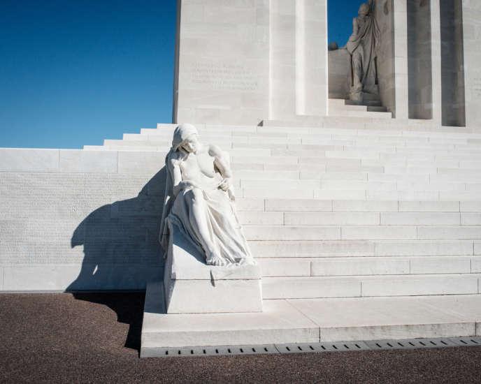 Le Mémorial canadien de Vimy (Pas-de-Calais) fut inauguré en 1936. En 2017, le Musée canadien de la guerre, à Ottawa, organisera une exposition à l'occasion du centenaire de la bataille victorieuse de Vimy, érigée en mythe fondateur de la nation.