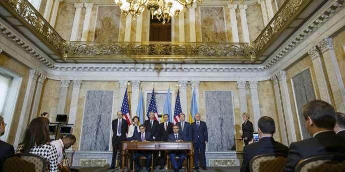 Le secrétaire au trésor américain, Jacob Lew, et son homologue ukrainien, Olexandre Chlapak, au département du trésor à Washington, le 14 avril.