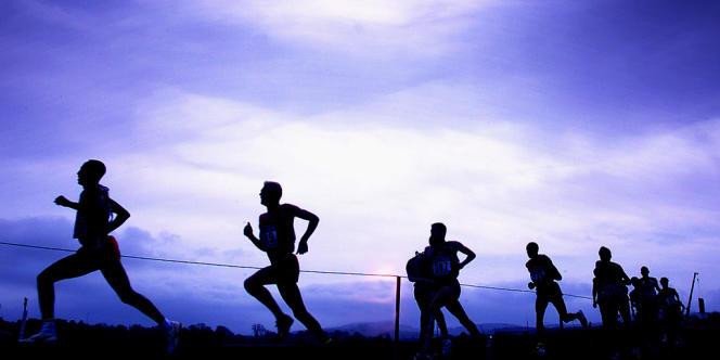 Des concurrents, lors d'une compétition de cross-country.