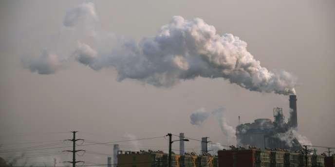 La transition « bas carbone » suppose une redirection massive des investissements dans des secteurs comme l'énergie, les transports ou l'habitat.