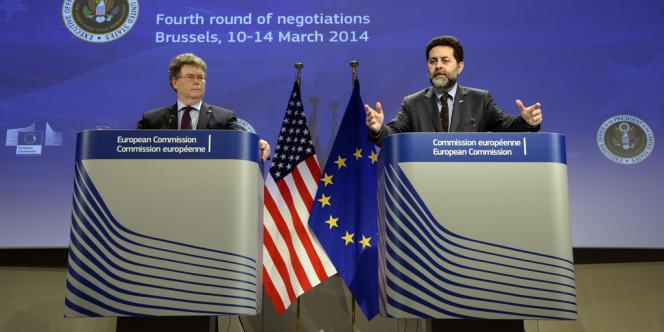 Les deux négociateurs en chef du traité Tafta, le 14 mars à Bruxelles : Ignacio Garcia Bercero du côté européen, Dan Mullaney du côté américain.
