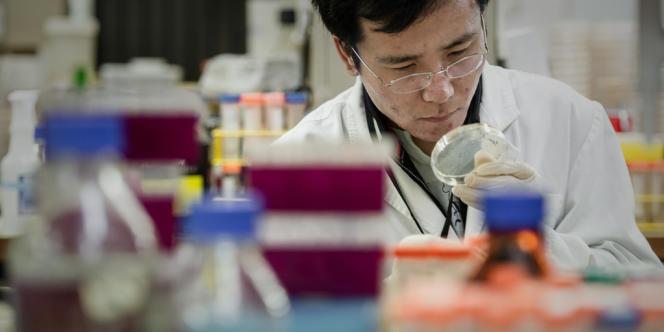 Deux mille trois cent quarante-neuf tubes contenant des fragments du virus SRAS ont disparu d'un laboratoire de l'Institut Pasteur.